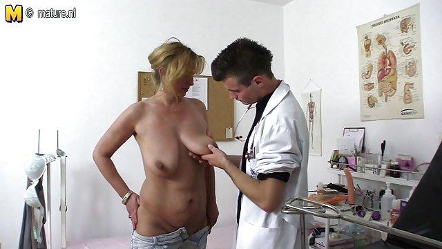 لیزا بنر ضخیم مقعد را سکس مادر حشری جذب می کند