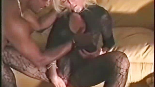 زنان بالغ خود را عکس سکسی زنان حشری در حمام می شستند