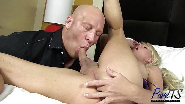 Stepmom سوپر حشری رابطه جنسی را به نامادری و دوست پسرش می آموزد