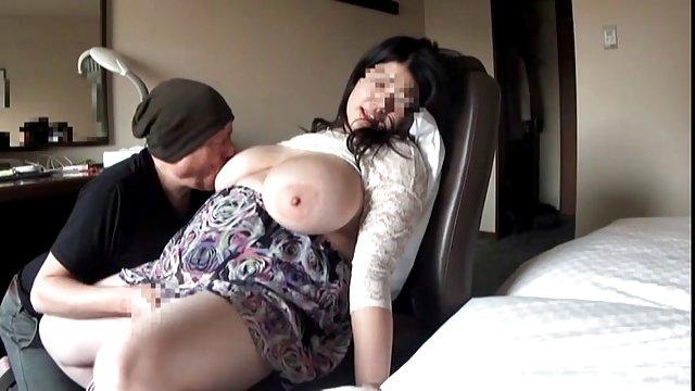 مامان برای سکس صبحگاهی از بالکن با همسایه تماس گرفت porn حشری