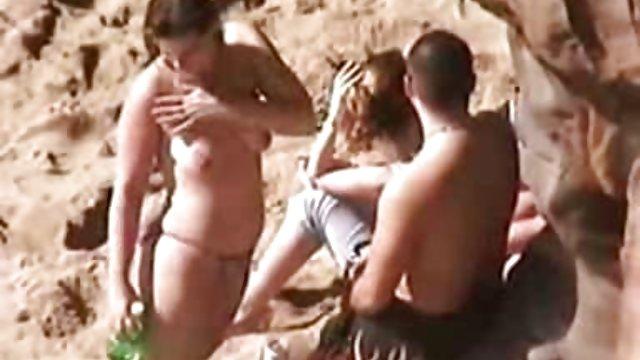 همسری که روی سرش نشسته سکس حشر است الاغش را پیچ می کند
