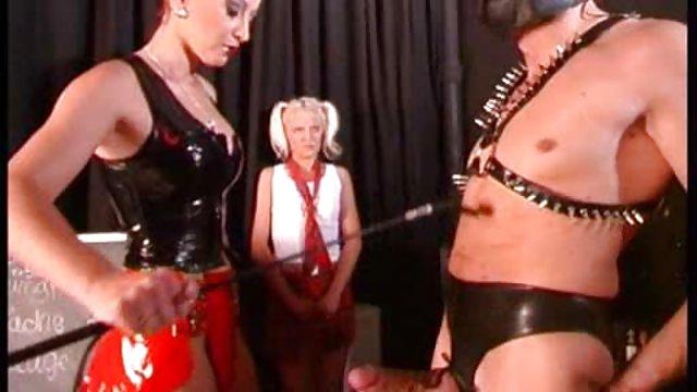 یک جفت مو بور در جوراب ساق بلند به راحتی عکس سکسی زنان حشری از یک خروس چربی خارج می شود