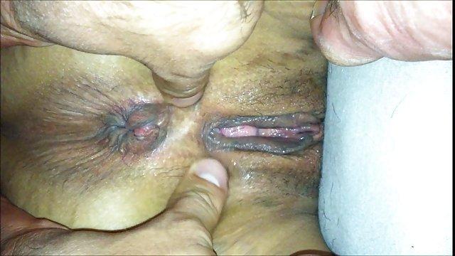 فاحشه سایت سکسی حشری Cumshot در آغوش خود را از طریق سوراخ در دیوار