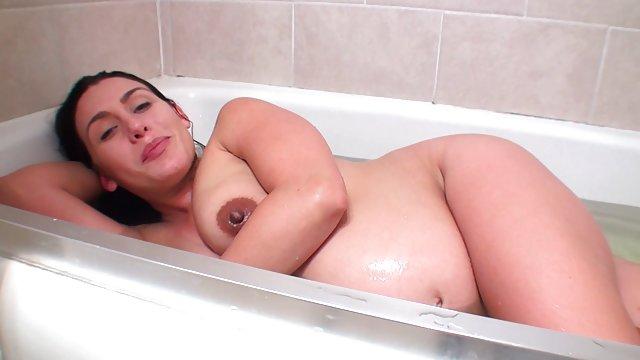 خانمهای سکس حشری وحشی بیدمشک دوش می گیرند و با دوربین مخفی جلوه می کنند