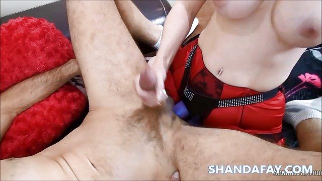 شخص دوست دارد هنگام لعنتی داستان سکسی حشری جدید پاهای زن را لیس کند
