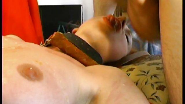 Curvy آسیایی به مردی کمک کرد تا porn حشری به خوبی جمع کند