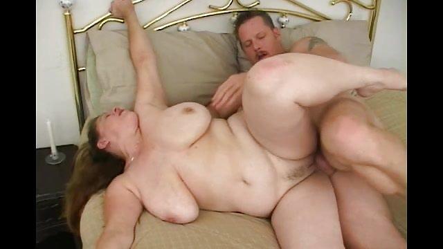 سکس خانگی یک زن و شوهر جوان روسی روی دوربین زن حشری