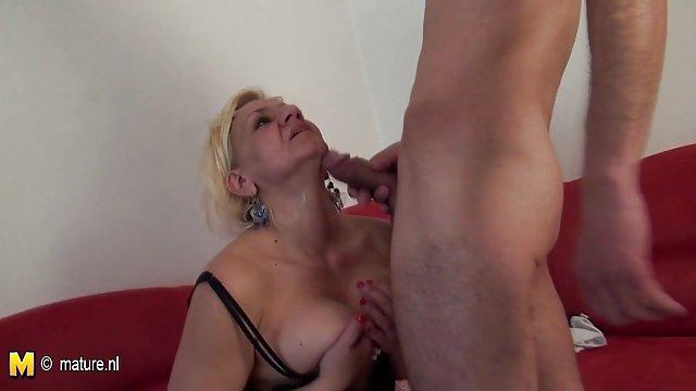 زیبایی الاغ الاستیک خود را در زیر خروس فیلم سکسی مادر حشری پدر قرار می دهد
