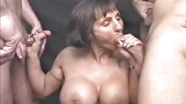 برنده سه سکس زنهای حشری نفری در عوضی پوکر شد