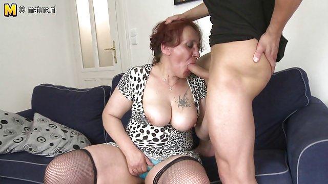 عوضی بوگله درس گربه های او را می سکس پارتی حشری گیرد