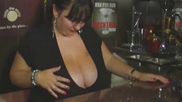 نامزد چک برای لذت دوجنسه حشری بردن از یک عامل پورنو برای هر کاری آماده است