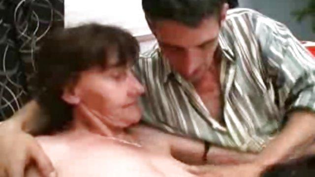 مادر با دختر خراب فاک سایت سکسی حشری با پلیس در مطب