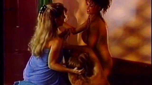 به جای شام ، عاشقان رابطه جنده حشری جنسی زیبایی روی مبل داشتند