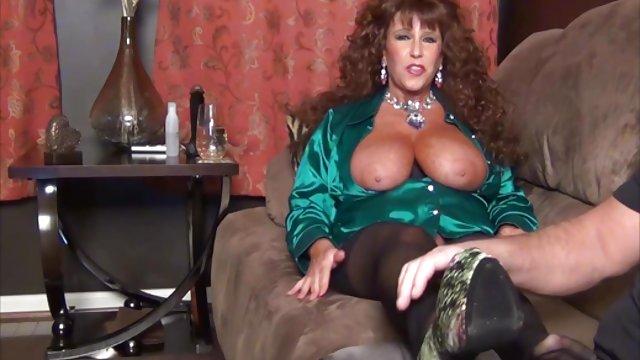 لزبین Busty دوست دختر خود داستان حشري سكسي را با زیبایی مطبوع می کند