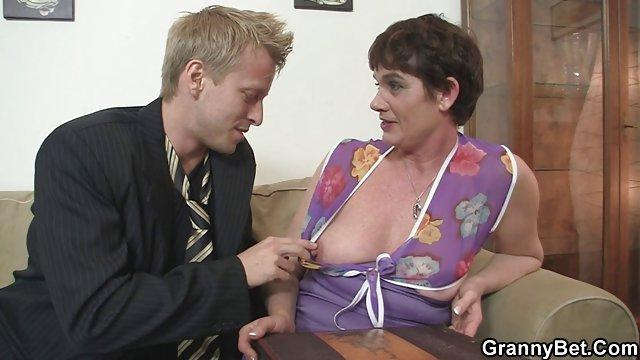 نوک حشری فیلم پستان داغ مقعد را به لیسیدن و زبر بودن آن برای ریختن آن می دهد