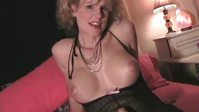 مامان لباس دخترانه را سایت سکسی حشری در حمام می مالد