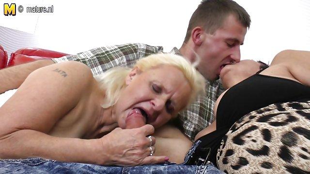مشتری هیجان زده روی یکی از فیلم های سکسی حشری کننده اعضای ماساژ درمانی نشست