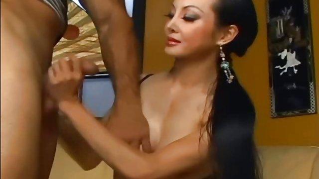 ظاهر زیبایی آسیایی سکس عربی حشری ماساژ وابسته به عشق شهوانی را به دوست می دهد