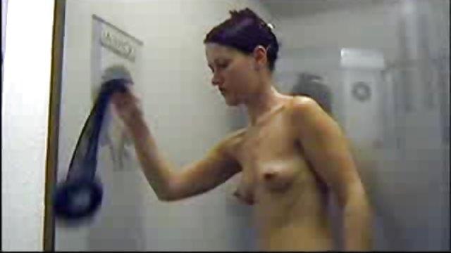 خواهر ناز استمناء را در عینک یافت حشری سکس