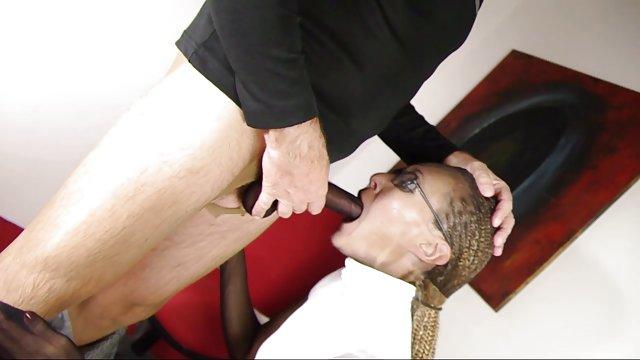 شناگر نیکولا خودش را نوازش می کند و روغن را روی پوستش سکس زنهای حشری می مالد
